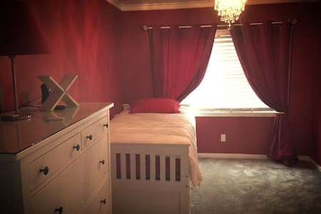 Cozy Bedroom with great amenities - Los Angeles - Hus