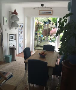 Single room in large victorian maisonette - London - Apartment
