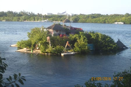 Joysxee Floating Plastic Bottle Island - Insel