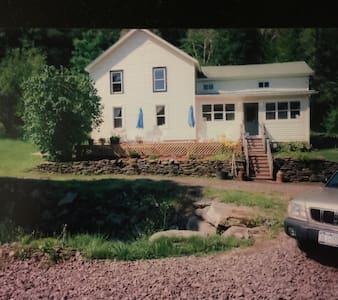 Mallory Brook Farm: Beautiful home on 105 acres - Hamden