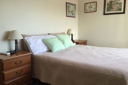 Lovely room close to everything - Mooloolaba