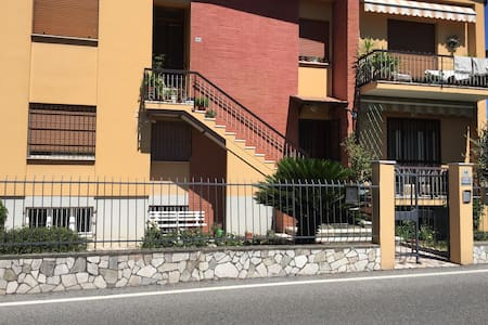 Room rent for one person, shared bathroom STATION - Desenzano del Garda - Casa