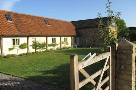 Beautifully renovated barns in a tranquil valley - Kilmersdon