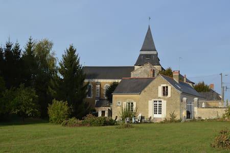 Beautiful Retreat in the Loire Region - sleeps 8 - Clefs-Val d'Anjou - Hus