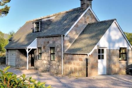 Faunoran Cottage, Crathie - Guesthouse