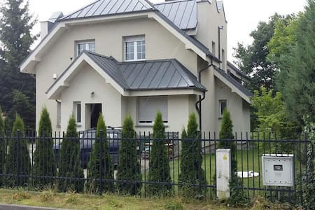 Comfortable rooms in modern villa - Puszczykowo