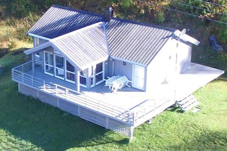 Big modern cabin by the sea. - Karlsøy - Kabin