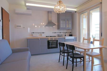 Appartamento trendy sul lungomare - Apartment