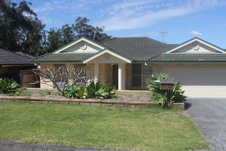 Central coast pet friendly (no cats) family home - Kincumber - Hus