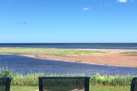 PEI Dream Cottage - Beachfront - New Glasgow