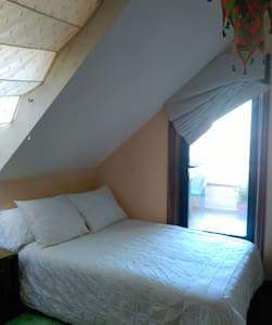 Habitación en bonito ático - Lägenhet