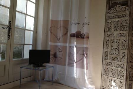 chambre indépendante et confortable - Saint-Pierre-d'Oléron - House
