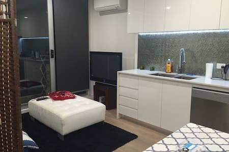 Central Location, ideal place to live - South Yarra - Apartment