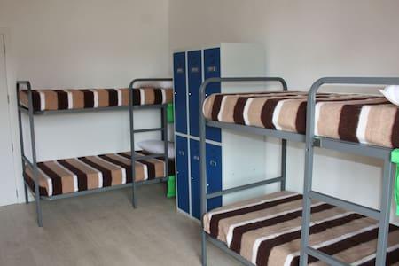Dormitorio compartido 1/3 de 6 cama - Bed & Breakfast