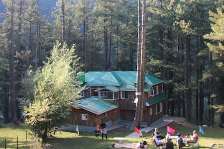 Breeze Wood Cottage - Namda Room - Pahalgam - Cabaña