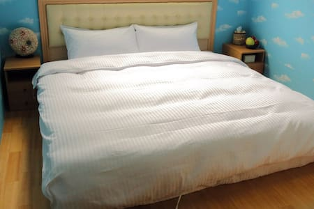 2人房,1大床。2 people Room 1 Double Bed - House