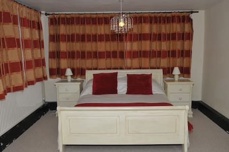 King Size Room nr Stansted Airport - Bishop's Stortford - House