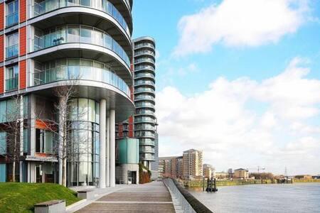 Canary Wharf and O2 Gateaway - London - Apartment