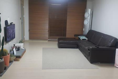 강릉 힐링게스트하우스 - Hongje-dong, Gangneung-si - Apartment