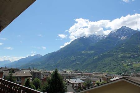 Attico con splendida vista sulla città - Aosta - Flat
