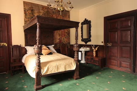 VIPONT ROOM AT APPLEBY CASTLE - Bed & Breakfast