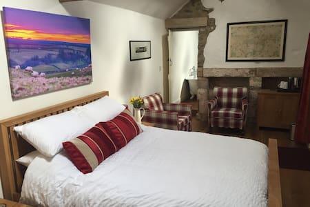 Folly Hall Farm Bed & Breakfast. - Tranmire