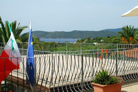 Double Room by the beach of Lido - Porto Azzurro - Bed & Breakfast