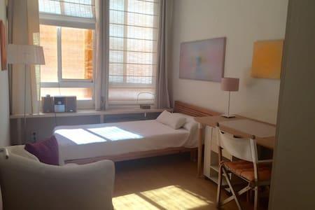 Encantadora habitación muy bien comunicada - Appartamento