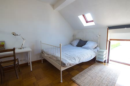 Chambre à l'étage avec lit 2 personnes et W.C. - Savigny-lès-Beaune - House