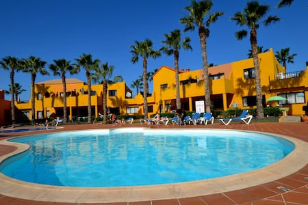 CORRALEJO CENTER, POOLS AND PRIVATE PARKING - Wohnung