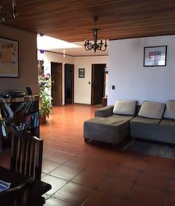 Casa Fer near airport - Casa