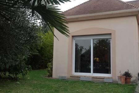 Chambre avec sdb privée dans jolie maison atypique - Haus