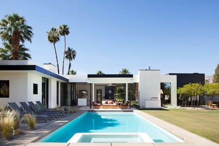 Mid Century Desert Oasis - Casa