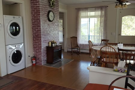 Beautiful Spacious Historic Home-Apartment - 아파트