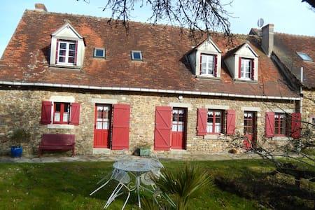 Maison de campagne avec un étang - Parnac - Haus