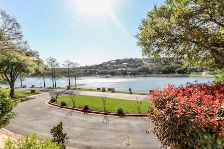 2 BA/BR with Serene views of water. - Lago Vista - Villa
