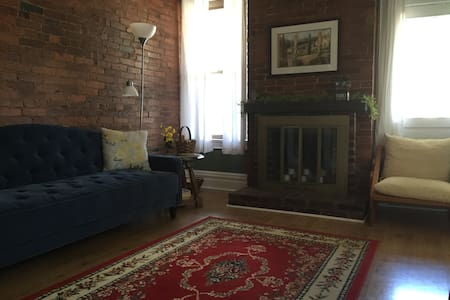 Spacious Condo in Pittsburgh's Regent Square - Apartament