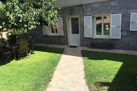 Appartement de 100 m2 rdc de villa - Byt