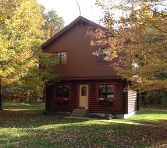 The Cardinal Nest - Norwegian Stabbur Guesthouse - Lake City