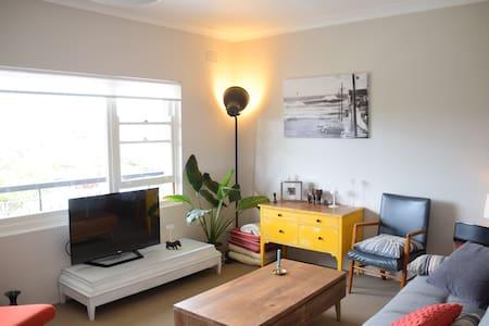 Stylish Beachside Apartment - Apartament