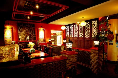 The Inn is antique and romantic. - Guilin - House
