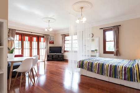 Comfortable studio with City view! - Lane Cove