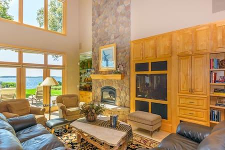 Executive Lake Home on Gull Lake - Kisház