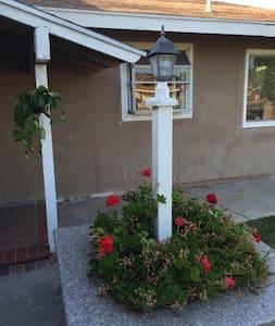 全新雅房、全新装修独立屋,欢迎短期旅游商务人士入住! - Rowland Heights - Casa