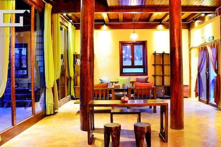 梅里花园自产精品民宿藏式卓玛大床房(Tibetan King Bed) - Deqen - Dom
