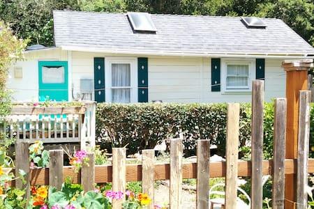 Garden Tiny House, 2 bdrms close to Village, slps4 - Cambria