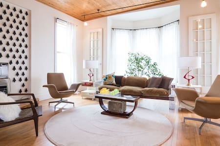 Neighborhood Beauty:  Sun-filled and spacious - Detroit - Apartment