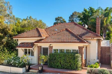 Charming Hills 1920s Cottage - Greenmount - Rumah