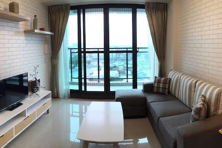 WIFI 捷運高鐵台鐵旁、墾丁快線、百貨《北歐風8169 House》 - Zuoying District - Wohnung