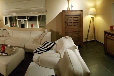 Central duplex/ great view/ hottub! - Gent - House
